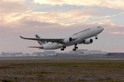 Air France Flight AF 447 Vanishes Over Atlantic Ocean